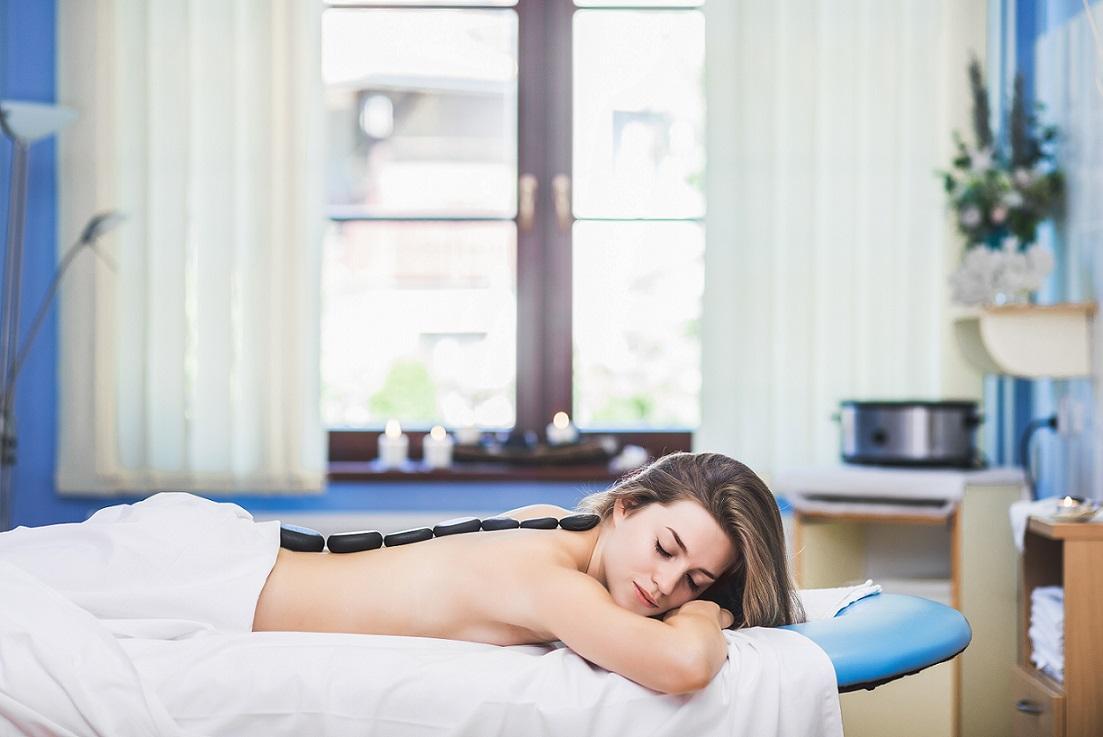 http://www.hotel-ambra.cz/uploads//images/wellness/masáž2.jpg